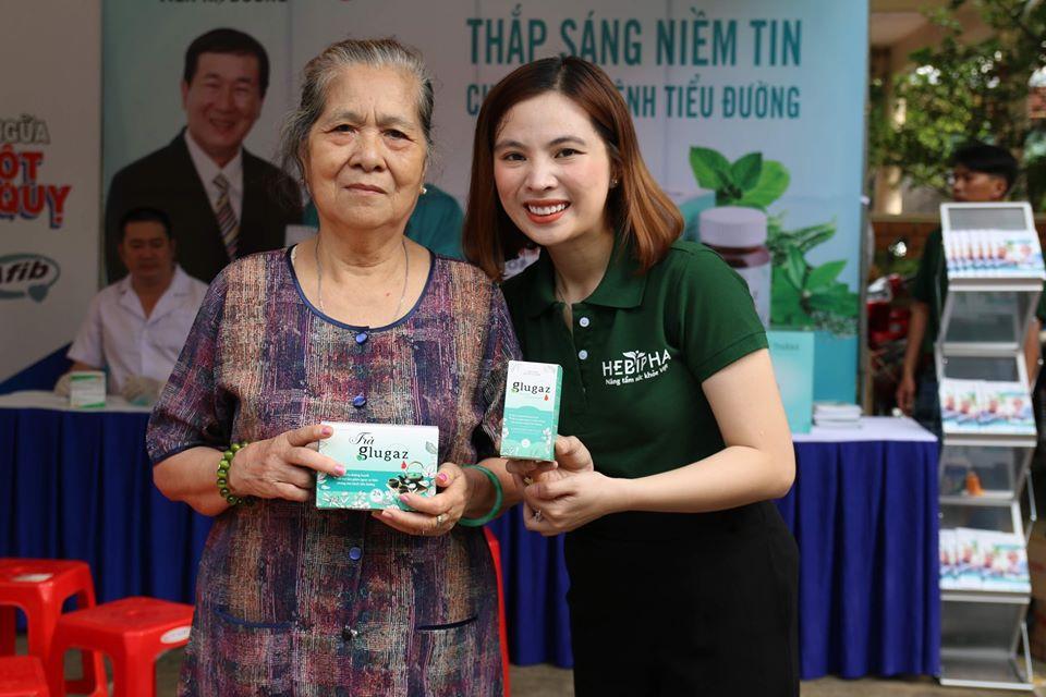 Ceo Glugaz – Mrs. Tuyền cùng khách hàng tại sự kiện quận 6 TP.HCM